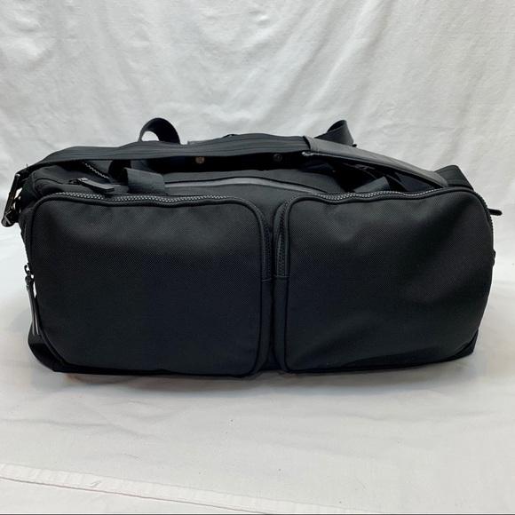 Lululemon large black duffle bag multiple pockets